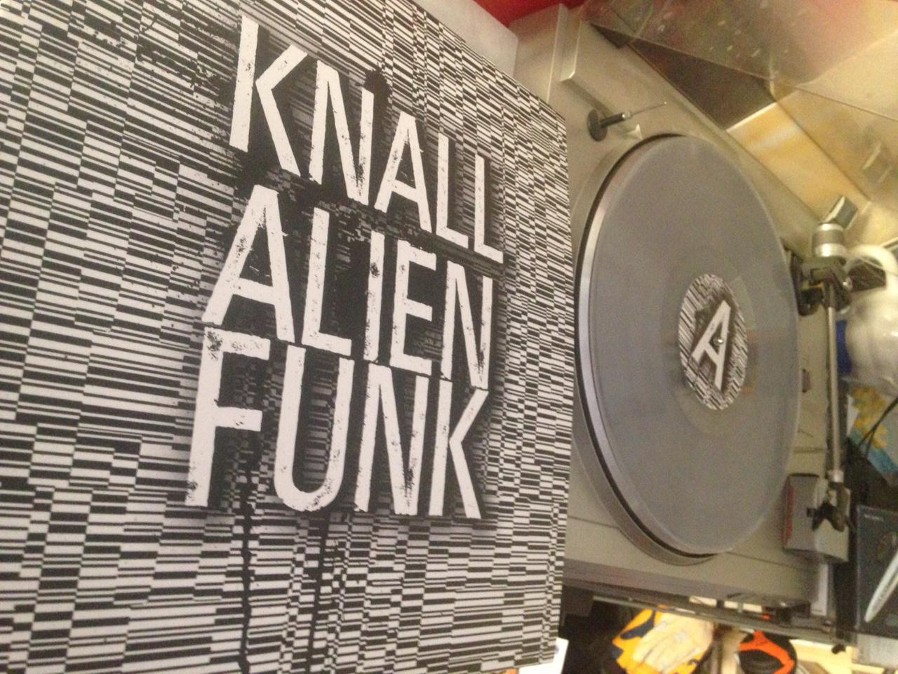 Knall-AlienFunkverkehr-gedreht