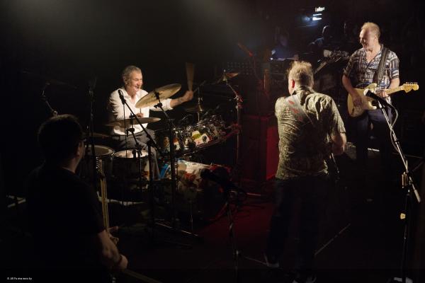 Nick Mason, Gary Kemp, Guy Pratt, Lee Harris und Dom Beken spielen Pink Floyd